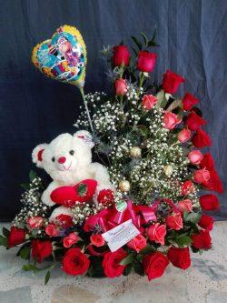 Media luna de rosas con Peluche